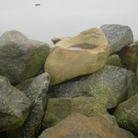 Stråkavikenin aallonmurtajan venekivi